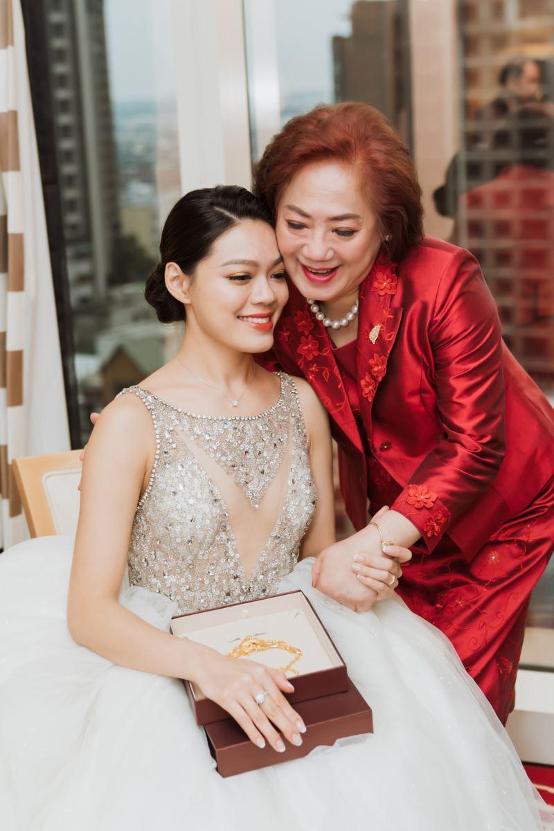 女兒與媽媽,珠光寶氣在台中林酒店