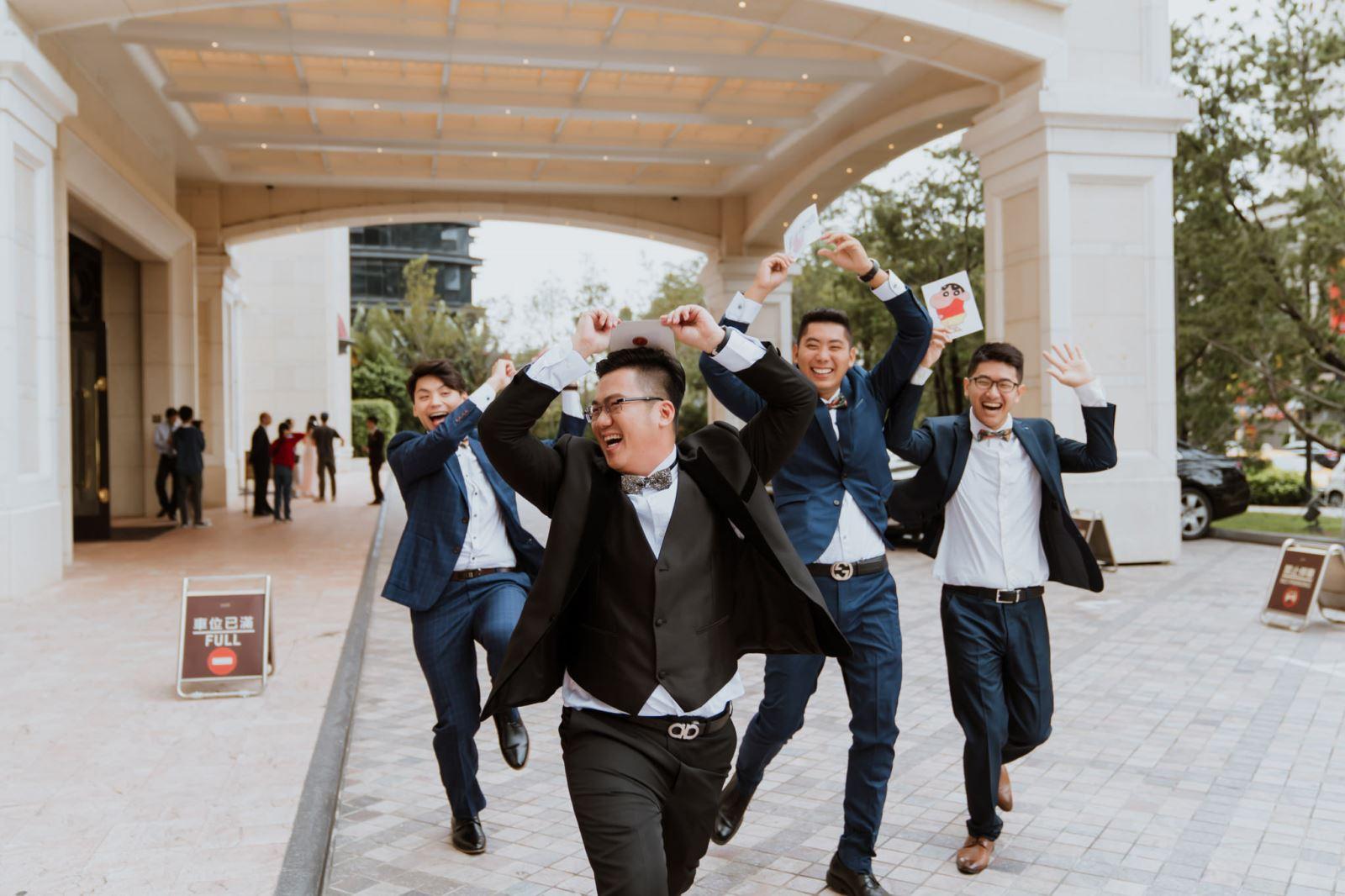 TWO in ONE婚禮顧問策劃新郎與伴郎闖關.奔跑的男生