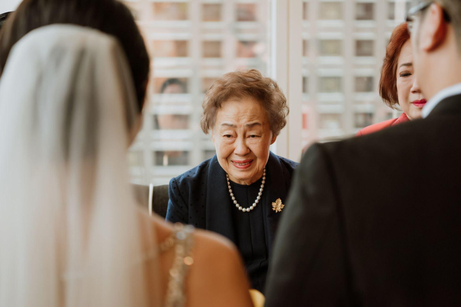 奶奶對於孫女的不捨,也感動了婚禮顧問團隊