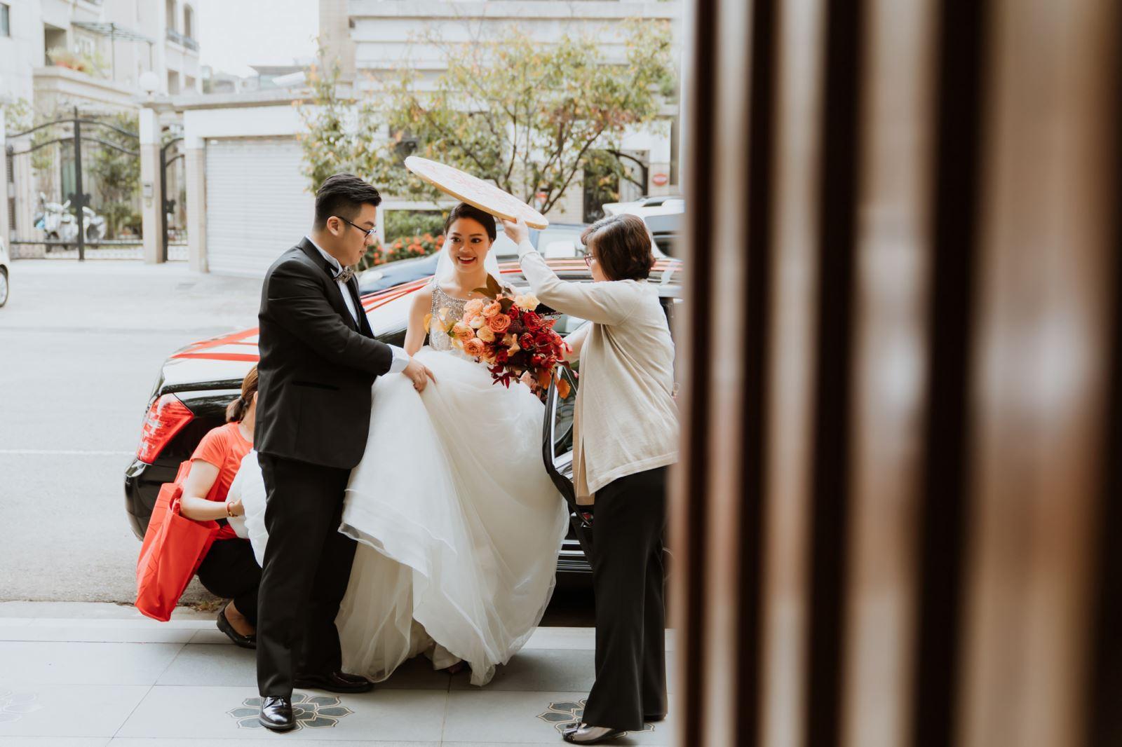 婚禮顧問代購米篩,新娘下車,米篩遮天