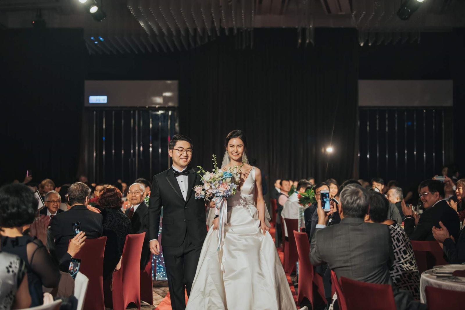 從舊金山回台補辦婚禮的新郎與新娘