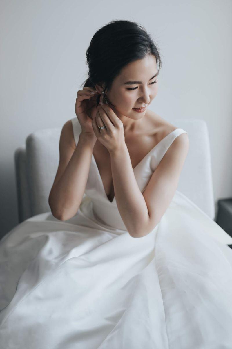戴耳環的新娘