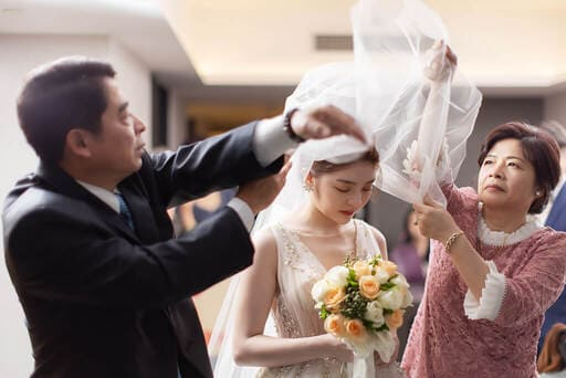 迎娶儀式中的蓋頭紗