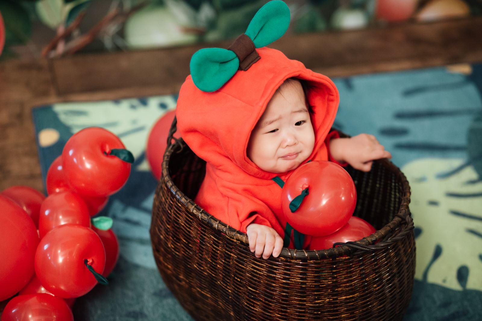竹籃裡的蘋果寶寶