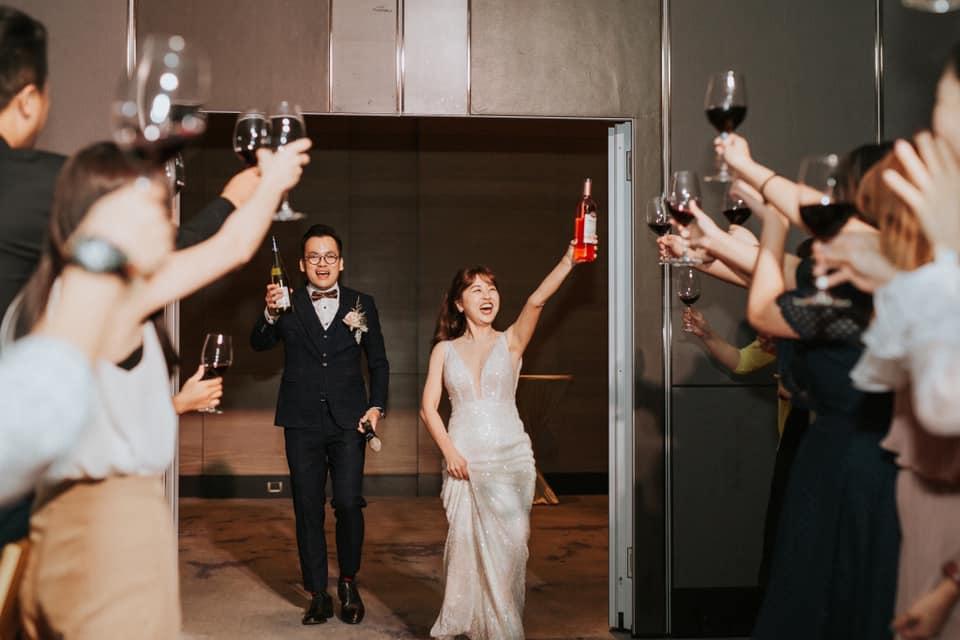 婚禮敲敲杯進場