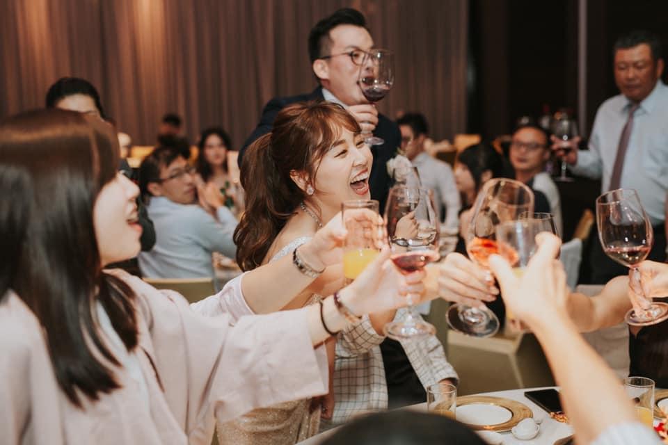 婚禮上的逐桌敬酒