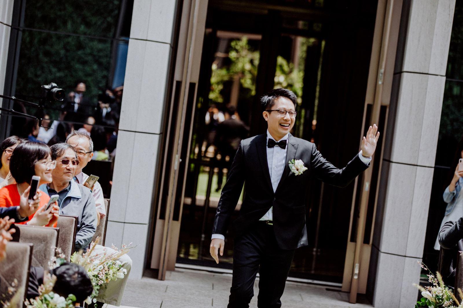 戶外婚禮的新郎進場