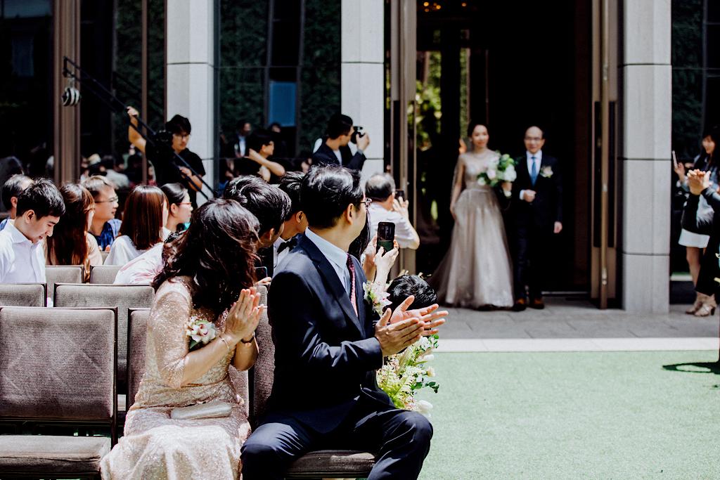 美式婚禮的爸爸與女兒進場