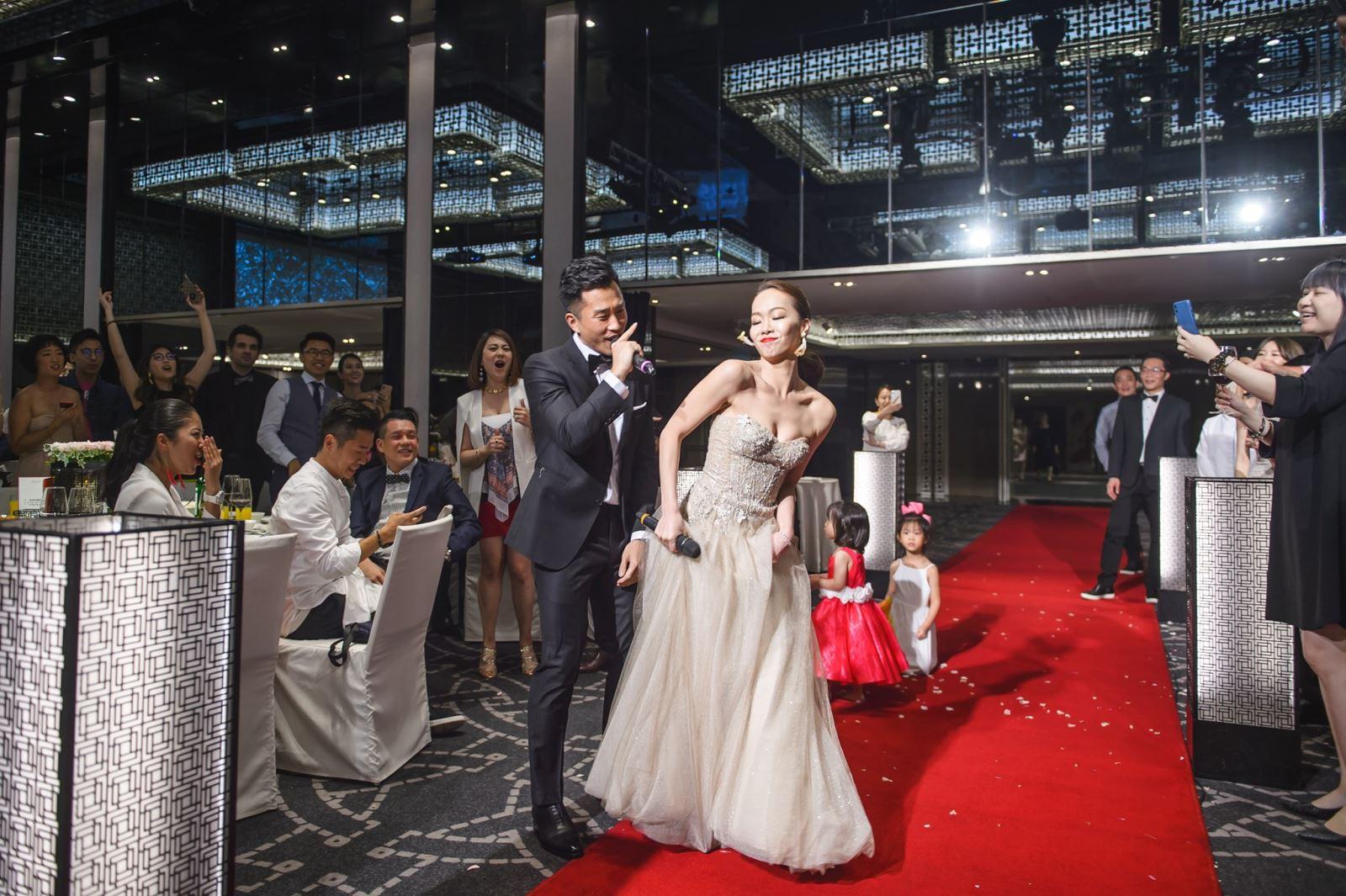 在婚禮唱歌,愛死妳的情歌對唱,保證讓人留下極為深刻的印象