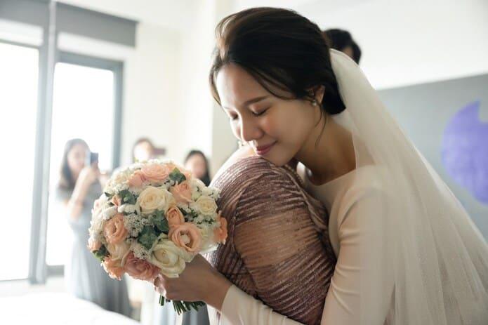 迎娶儀式中的擁抱